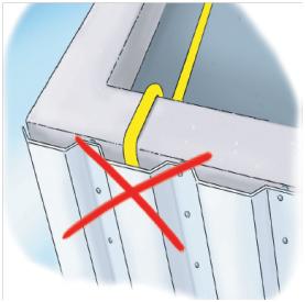 Figure 2 : canalisation dissimulée derrière un bardage