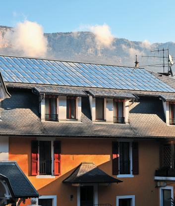 Hôtel Trésoms - 90 m² de panneaux solaires sur la toiture