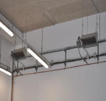 Deux panneaux radiants gaz naturel dans une cellule service minute.