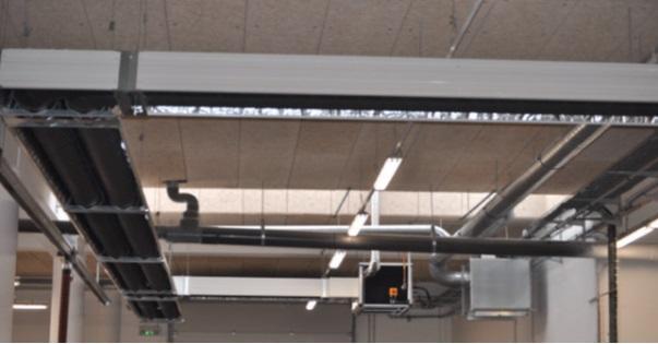 Tubes radiants au gaz centralisé au plafond des ateliers mécaniques